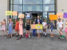 Leerlingen Rieburch maken indruk op wethouder met actie en plan voor skatebaan