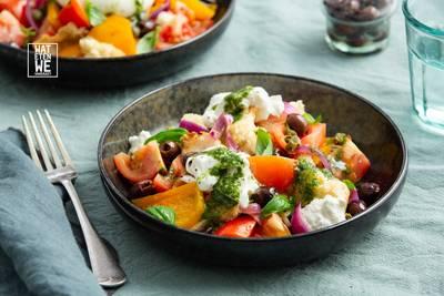 Wat Eten We Vandaag: Panzanella met basilicumolie en burrata