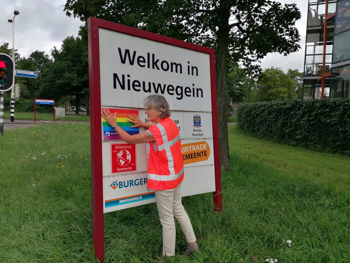 De Nieuwegeinse wethouder Marieke Schouten (GroenLinks) maakte vorig jaar een publiek statement, toen ze de regenboogvlag plakte over de vermelding van de vriendschapsband met Pulawy in Polen.