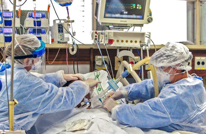 Artsen aan het werk op de intensive care