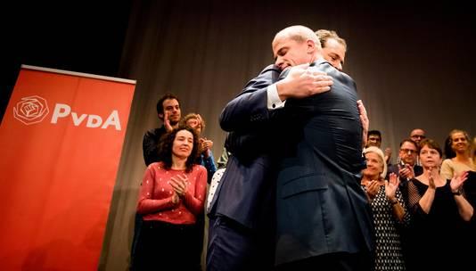 Diederik Samsom en Lodewijk Asscher tijdens de uitslag van de PvdA-lijsttrekkersverkiezing