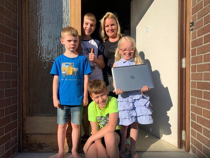 Dit gezin in Westrozebeke kon alvast rekenen op een laptop van Geronimo.