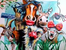 Kunstenares Marina verbeeldt bizarre beestenboel van Arnon Grunberg: bloedend schaap, dapperhaas en praatgrage spin