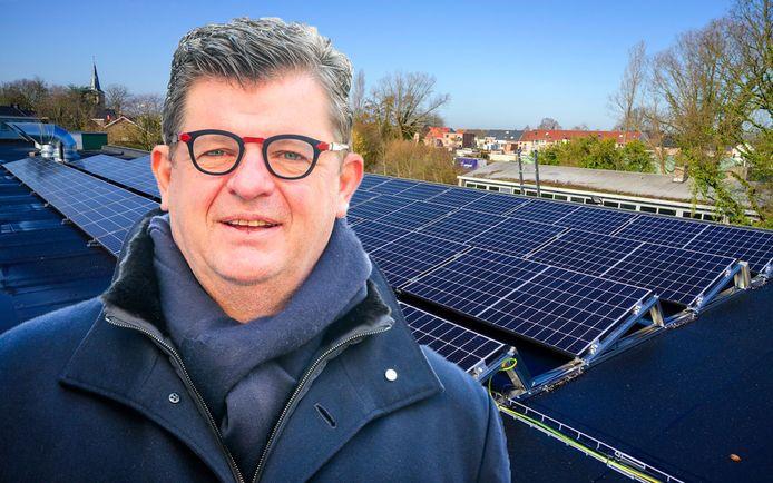 Ex-minister van Energie Bart Tommelein (Open Vld) wijst met beschuldigende vinger naar N-VA.