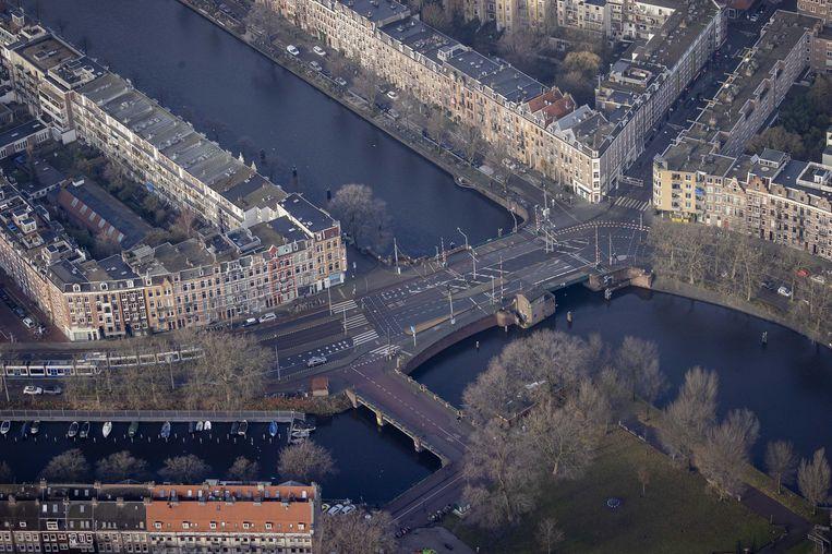 De Nassaukade en Kattenslootbrug in het centrum van Amsterdam.  Beeld ANP