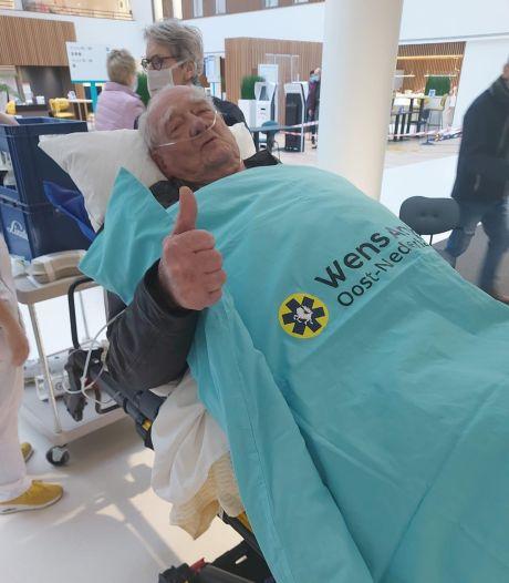 Kippenvel: dankzij ziekenhuis  kan Bertus (89) tóch bij begrafenis van zijn Will zijn