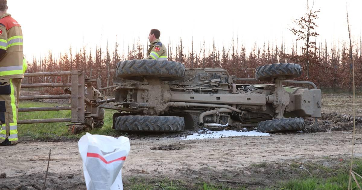 Ravage na botsing met landbouwvoertuig in Beckum, wonderwel niemand gewond.