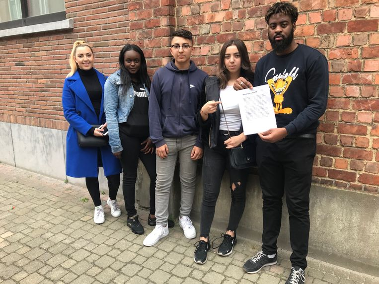Drie gezinnen kregen de racistische brief in de bus. Beeld RLA