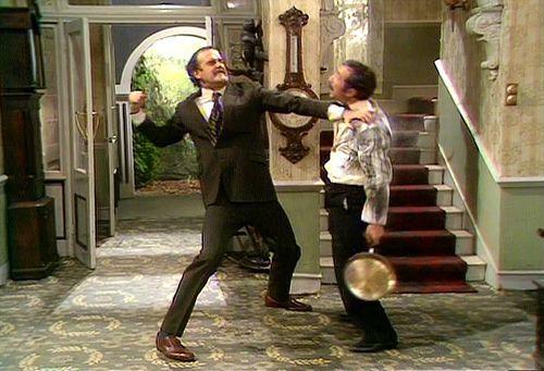 Een typische scène uit 'Fawlty Towers' met de Spaanse ober Manuel.