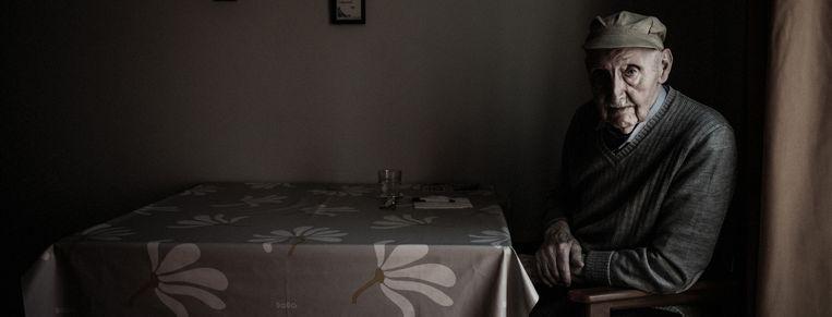 Gerard Vijncke (93) woont in woonzorgcentrum Zonnebloem in Zwijnaarde, na omzwervingen langs centra in Nieuwpoort en Gavere. Beeld Karoly Effenberger