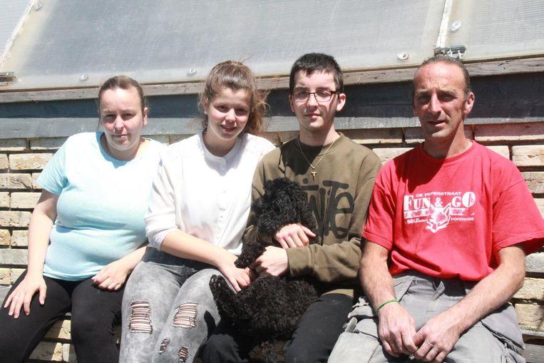 Mama Vanessa Guestin, vriendin Elodie Gombert, Sirano Lucas en papa Gregory Lucas.