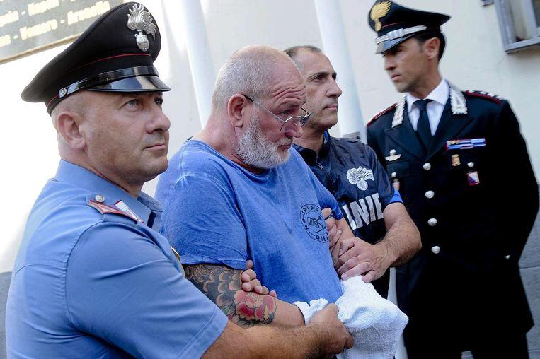 In juli werd Camorra-baas Luigi Cimmino in Napels gearresteerd. Door het verdwijnen van de oude garde strijden de jonge maffialeden om de macht.