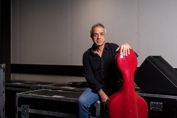 Cellist en componist Giovanni Sollima; van alle markten thuis.