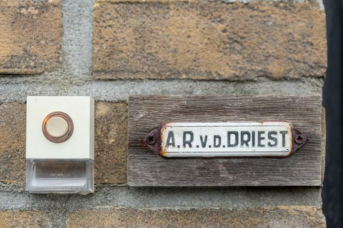 Aan de deur bij Anthon.