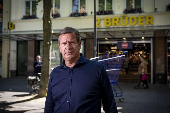 Ceo Ronald Versluis van Holland Food Group - waar 2 Brüder onder valt - zei mei vorig jaar nog niet meer weg te willen uit Enschede. Maar op 5 juni is het toch zover.