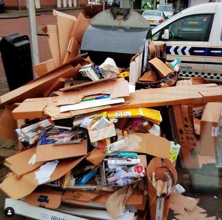 Handhavers troffen het afval zo in aan in Boskoop.