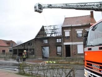 Asbest komt vrij bij zware brand in Merchtem