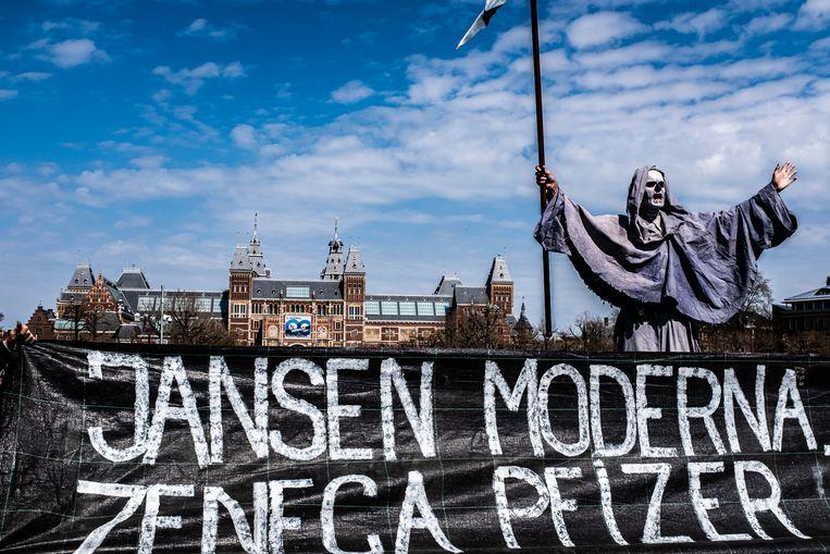 Een coronaprotest op Museumplein. Beeld Joris van Gennip