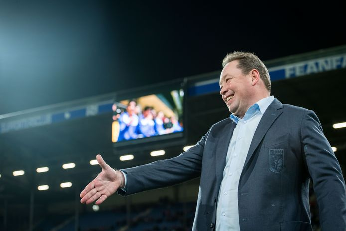 Leonid Sloetski afgelopen vrijdag bij Heerenveen - Vitesse, zijn laatste wedstrijd als coach van de club uit Arnhem.