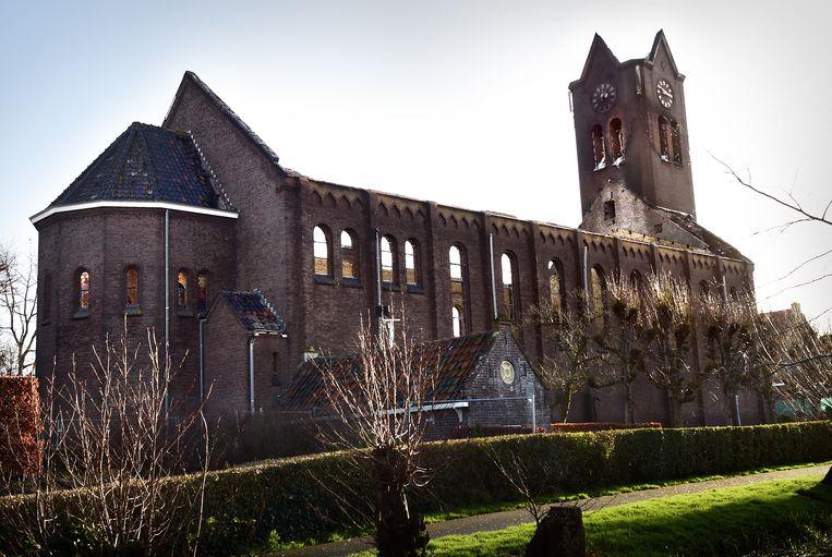 De afgebrande kerk. Beeld Marcel van den Bergh