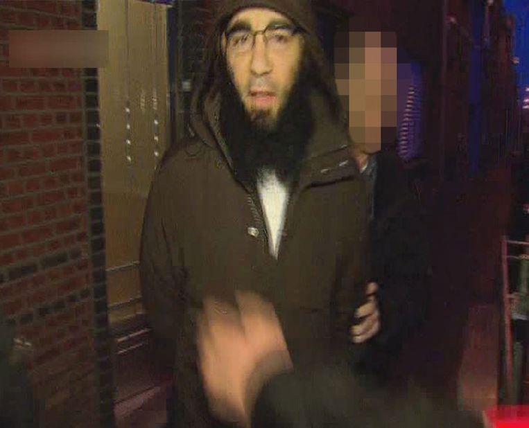 Fouad Belkacem wordt meegenomen voor verhoor. Beeld BELGA