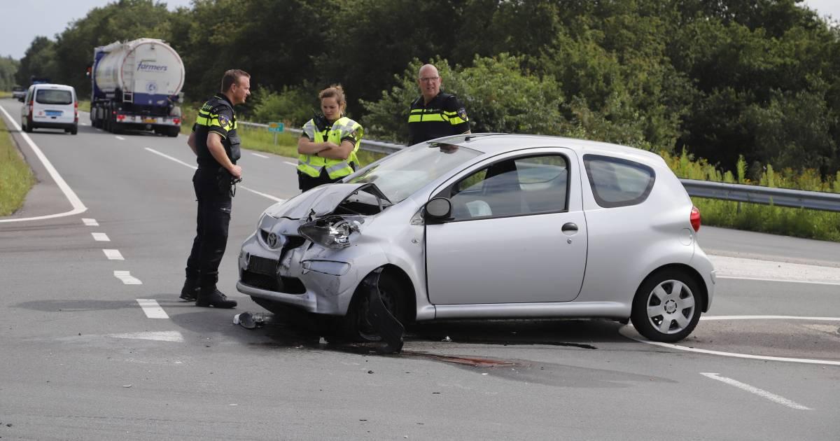Twee gewonden door aanrijding met vrachtwagen bij Heijen.