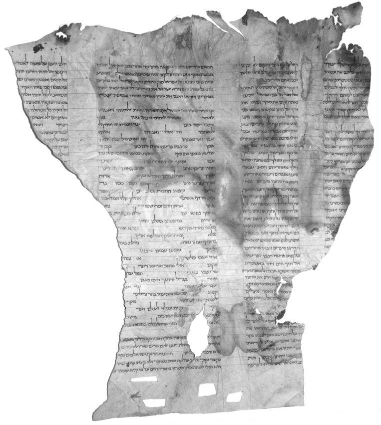Het boekrolfragment waarop Sanders zich baseert. De passages zijn identiek aan die van de negende-eeuwse 'eindversie' van het Oude Testament. Beeld Israël-museum Jeruzalem