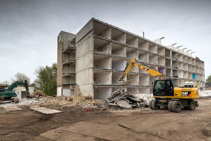 De sloop van verzorgingstehuis de Annenborch wordt stil gelegd vanwege asbest.