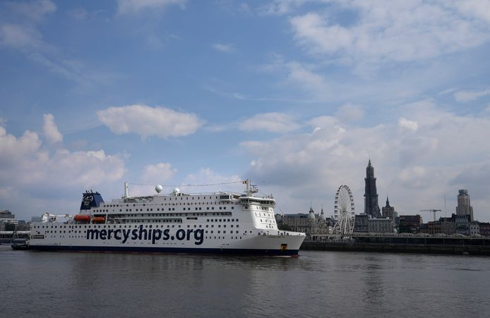 Global Mercy komt aan in Antwerpen.