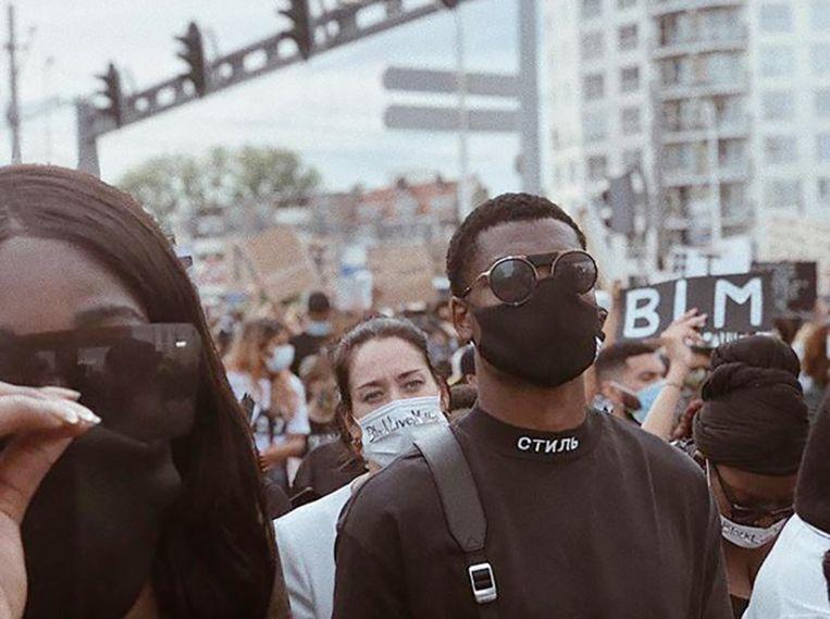 Denzel Dumfries op de Erasmusbrug in Rotterdam: 'Hier staat een trotse zwarte man.' Beeld Instagram Denzel Dumfries