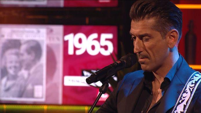 Danny Vera opende de show ter ere van AD's 75ste verjaardag met zijn hit 'Rollercoaster'.