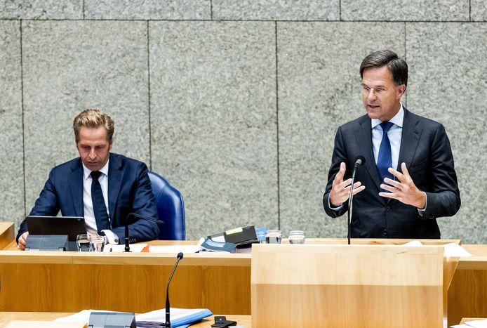Minister Hugo de Jonge van Volksgezondheid, Welzijn en Sport en premier Mark Rutte.