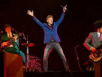 """Bart Peeters wordt 60 en viert dat met 9 concerten in de Lotto Arena én een mini-reünie van The Radios: """"Dit lijkt net een woonkamer"""""""