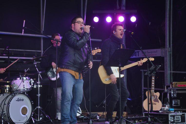 Dries De Vleminck op het podium tijdens de nieuwjaarsdrink van de gemeente Denderleeuw.