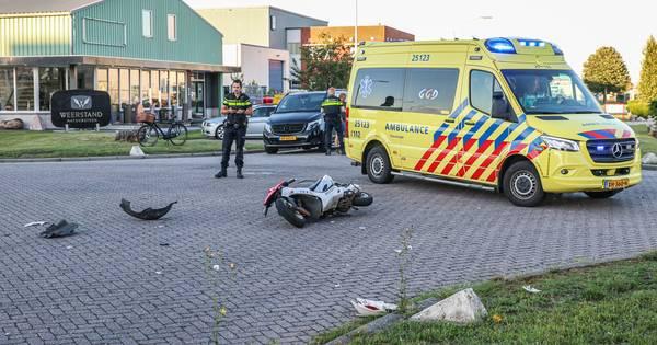 Scooterrijder gewond bij aanrijding met auto op Urk.