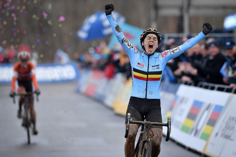 Sanne Cant viert haar overwinning. Beeld BELGA