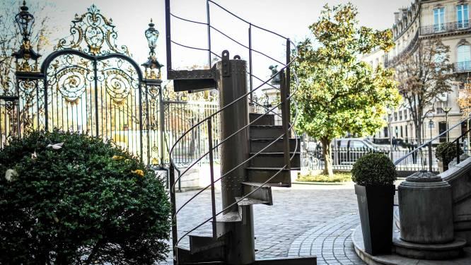 Stuk trap van Eiffeltoren voor 274.000 euro geveild, toren zelf weer open op 16 december