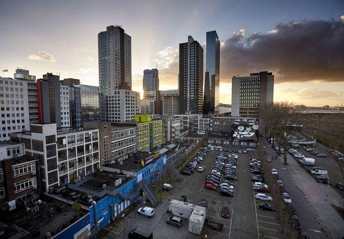 Een Amsterdamse ontwikkelaar heeft 57 miljoen geboden voor het bouwen van twee hoge torens op de grond van het Schiekadeblok.