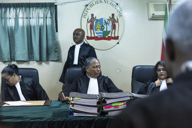De krijgsraad opent de zitting. Op de achtergrond auditeur-militair Roy Elgin. Beeld ANP/Pieter van Maele