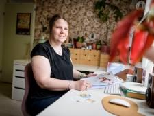 Femke Hesselink uit Hengelo maakt Zweedse volkskunst: 'Zoals die ontspannen leefwijze, die vind je terug in mijn werk'