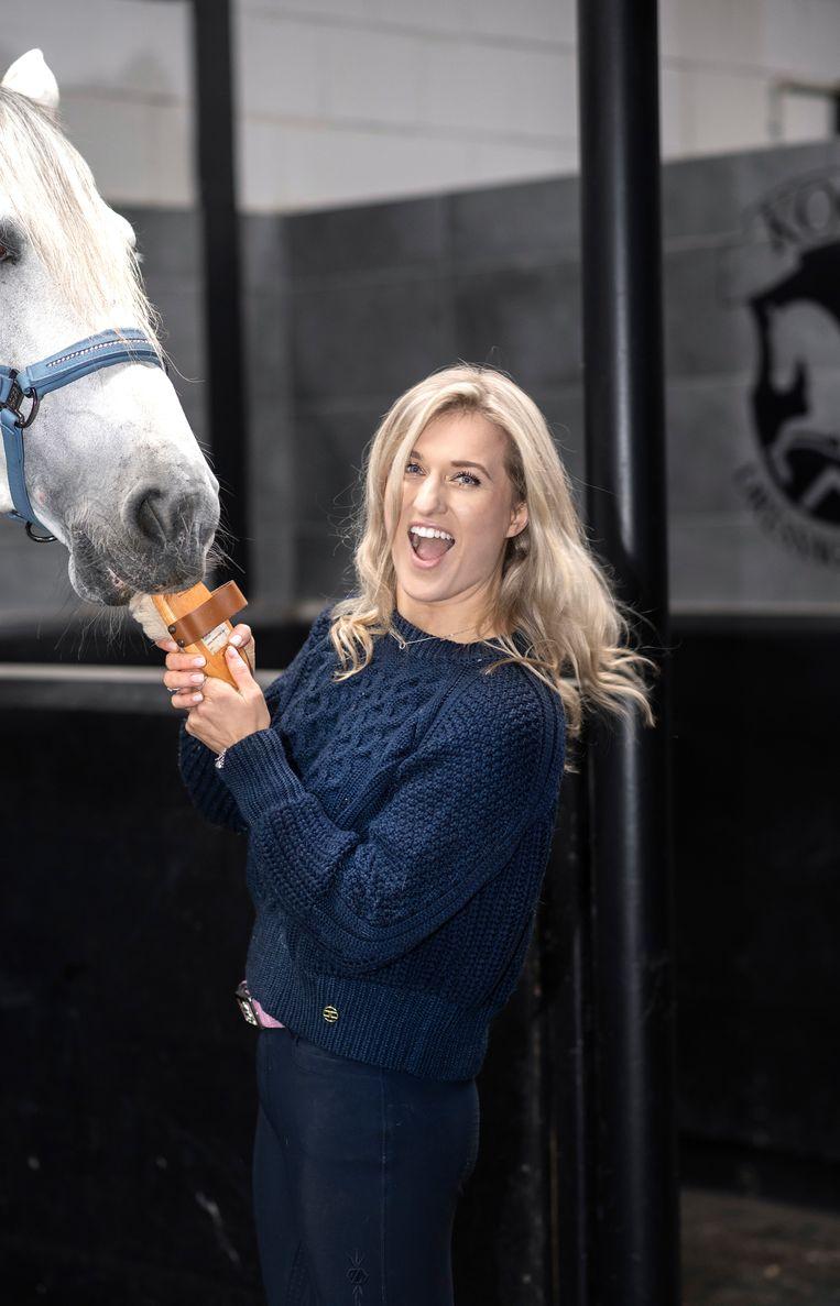 Britt Dekker runt een populair Youtube-kanaal over paarden.  Beeld  Els Zweerink