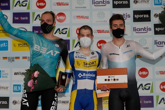 Op het podium van de afvalling werd winnaar Fabio Van den Bossche geflankeerd door Jan Willem van Schip (tweede) en William Perrett (derde).