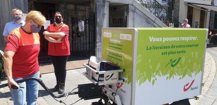 Bpost lance à Huy un projet de distribution alternatif du courrier et des colis.