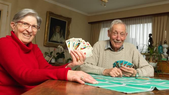 """Thuiswonende 85-plussers zijn volgende die 'rijk der vrijheid' al kunnen ruiken: """"We zagen onze kaartvrienden al een jaar niet meer"""""""