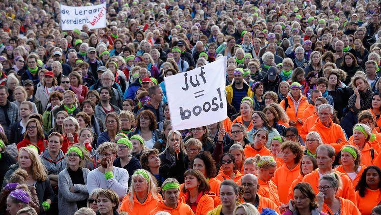 'In 2023, als er een tekort is van vijfhonderd leerkrachten, is het vijf over twaalf,' schrijven de voorzitters van Breed Bestuurlijk Overleg Amsterdam. Beeld anp
