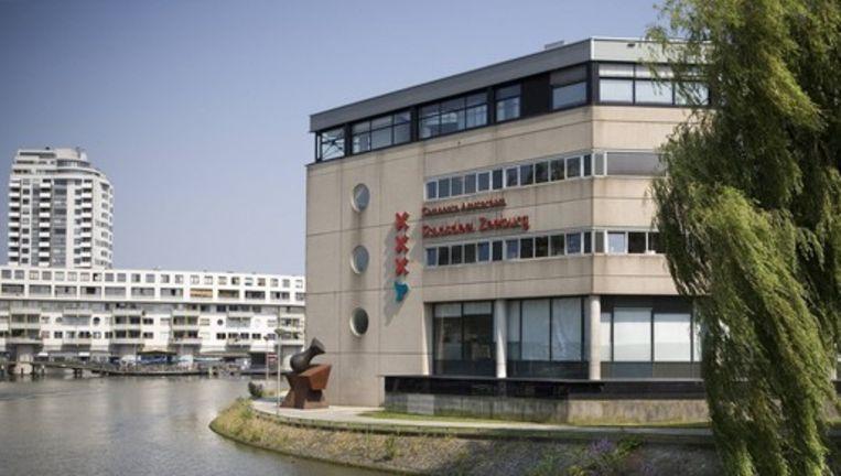 Het voormalige stadsdeelkantoor van Zeeburg. Foto Floris Lok Beeld