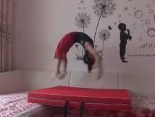 Cette fillette de six ans peut faire 100 saltos arrière de suite à une vitesse folle