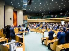 Kamer herdenkt journalist Max van Weezel