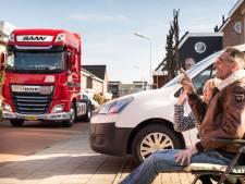 Zieke Hein krijgt laatste saluut van collega vrachtwagenchauffeurs uit Rijssen