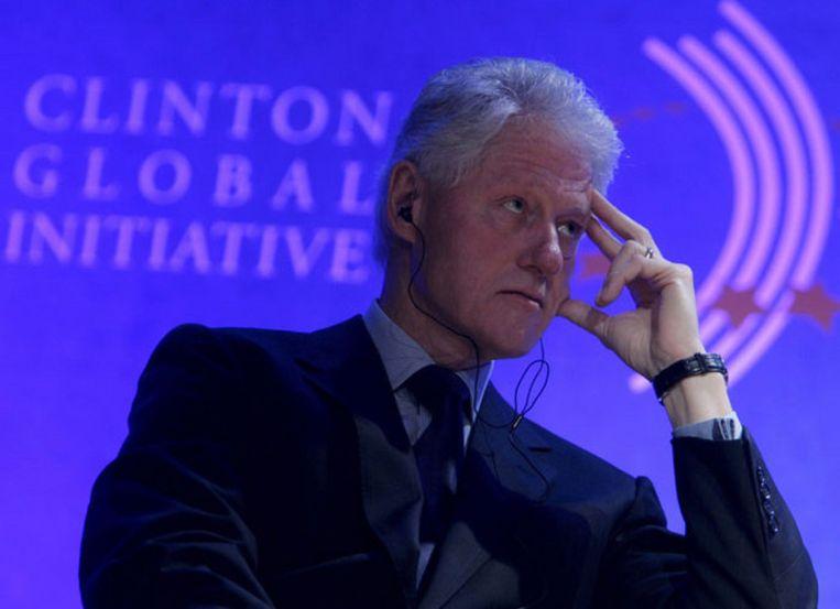 Clinton maakte donderdag de lijst met donateurs openbaar op aandringen van Barack Obama. Nu zijn vrouw Hillary Clinton de nieuwe minister van Buitenlandse Zaken wordt, zou dat speculaties kunnen opleveren over haar onpartijdigheid. Foto EPA/Alex Hofford Beeld